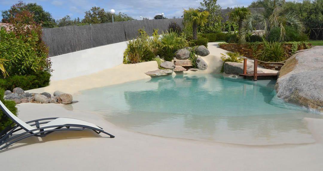 jardín con piscina de arena