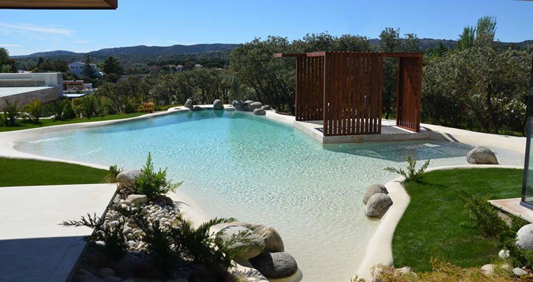 casa con piscina de arena de playa