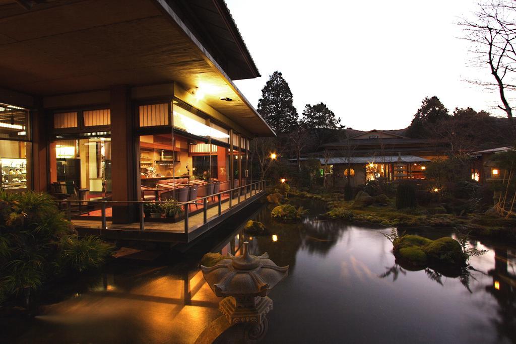 alojamiento japonés río lago