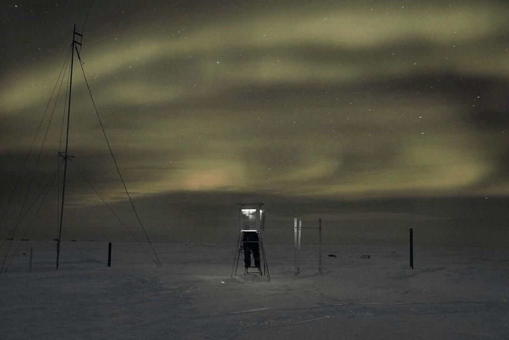 aurora boreal ártico nieve