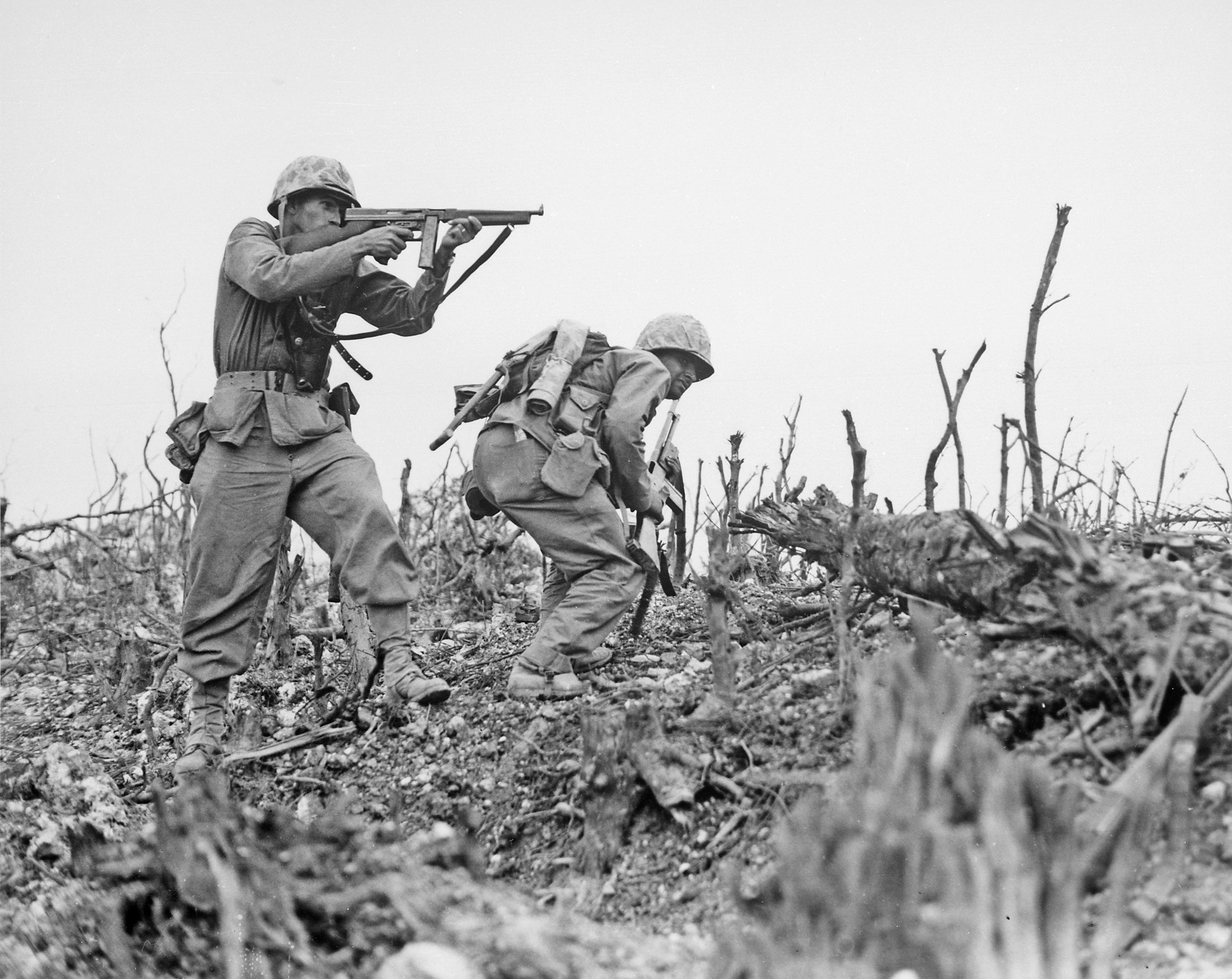 Soldados aliados en la Batalla de Okinawa