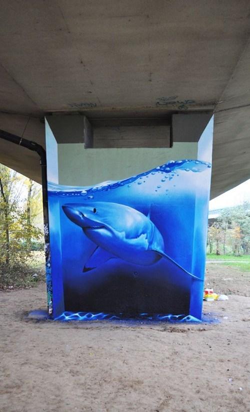 graffiti tiburón en un tanque