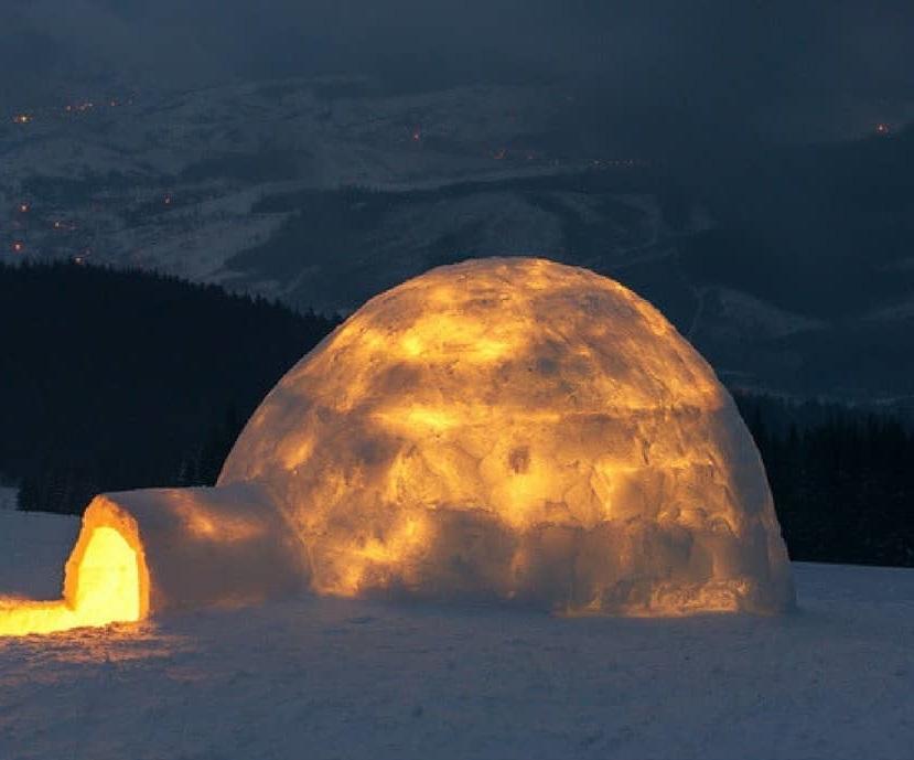 punto de vista iglú con fuego dentro