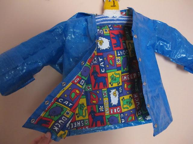 abrigo para niño hecho con bolsa del ikea
