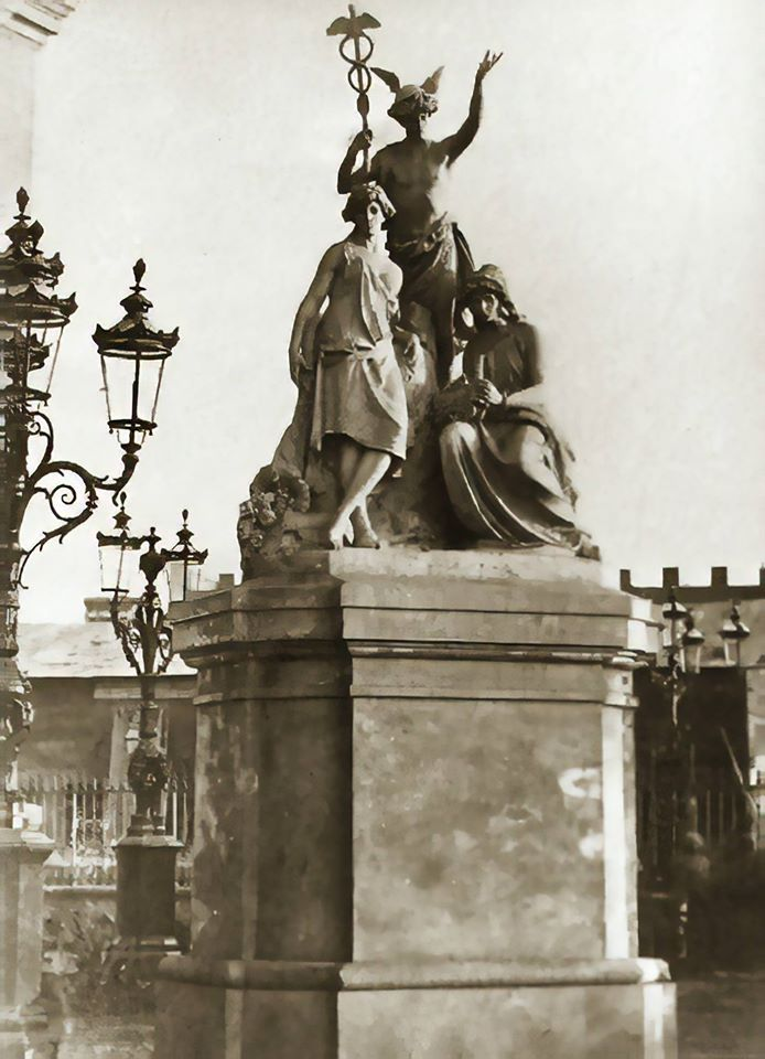 estatua de la real opera de egipto