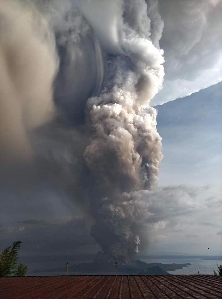 volcán taal humo