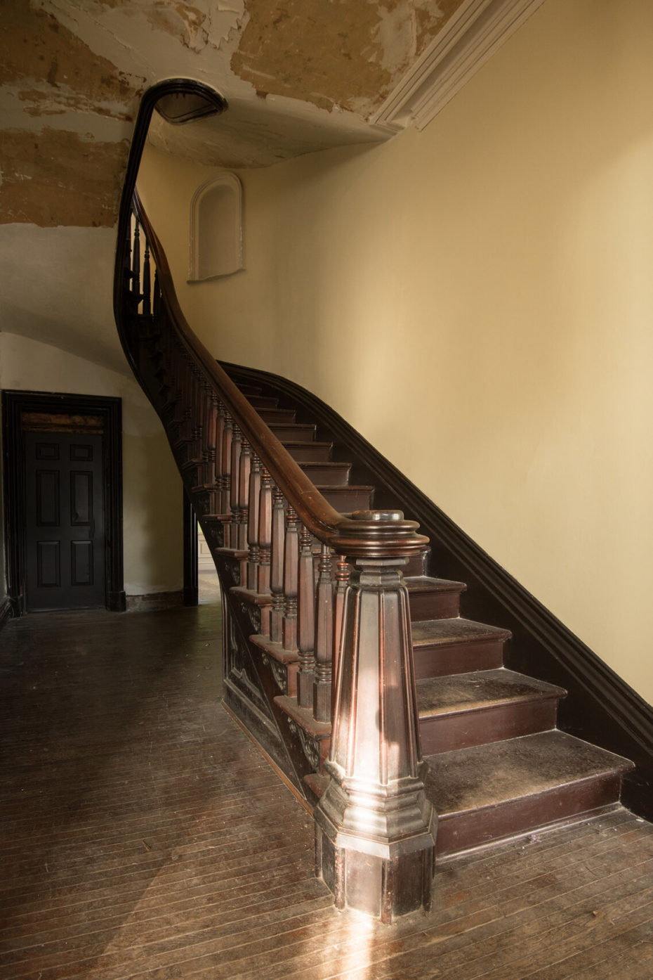 Mansion-James-Seymour-escalera