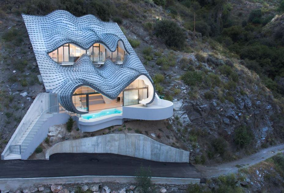 casa con tejado ondulado