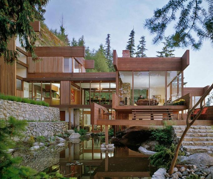 casa de madera sobre acantilado