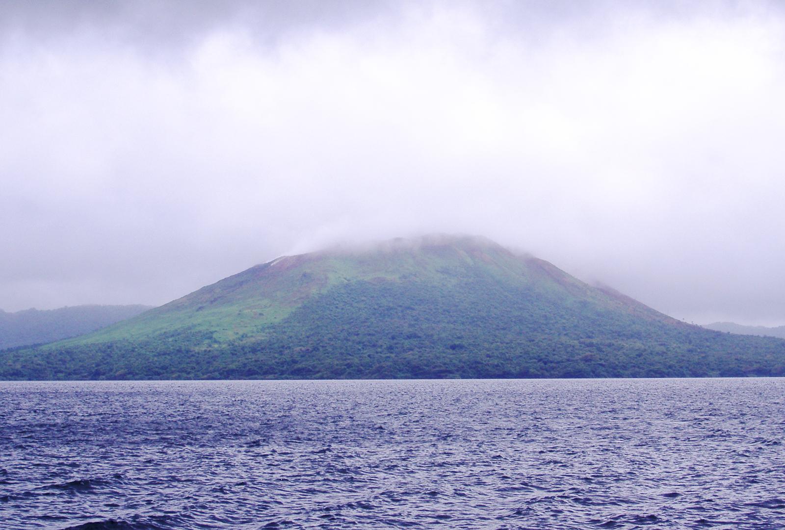 Monte Garet y Lago Létas, Santa Maria, Vanuatu