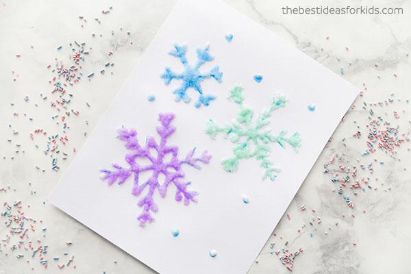 niños en casa pintar con sal
