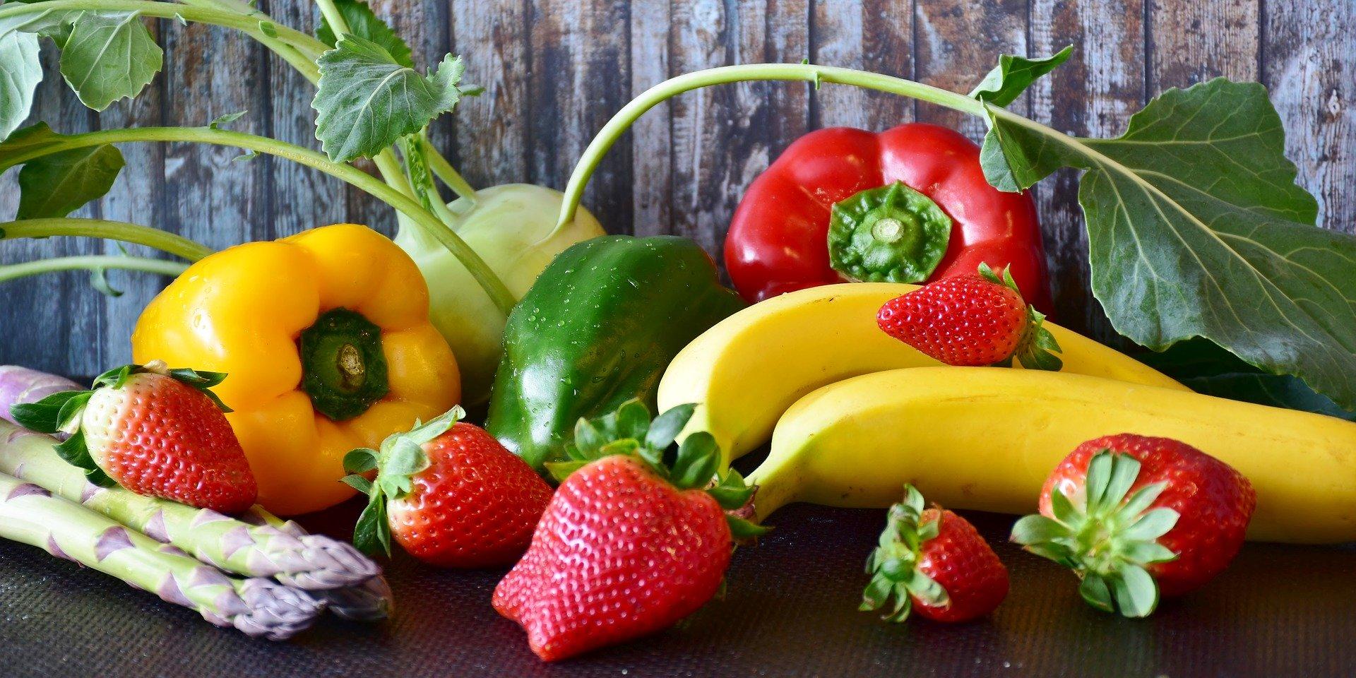 frutas platatos fresas pimientos verduras