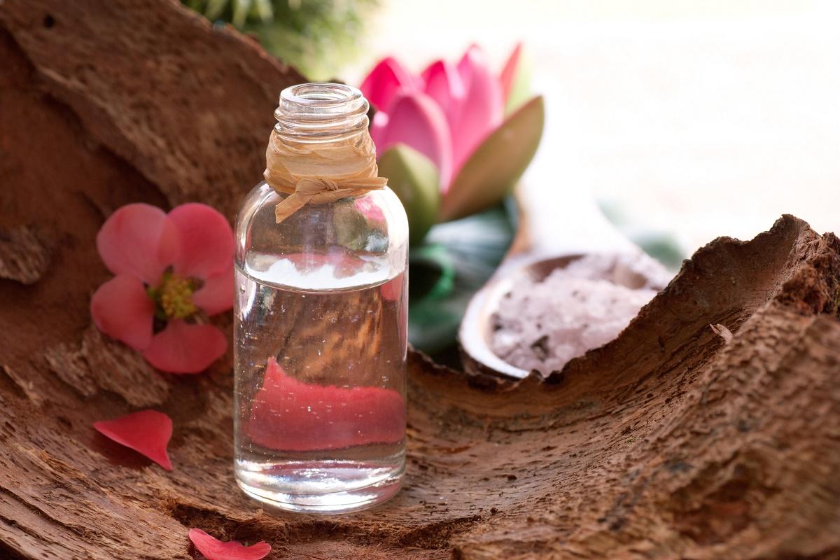 agua de rosas embotellada
