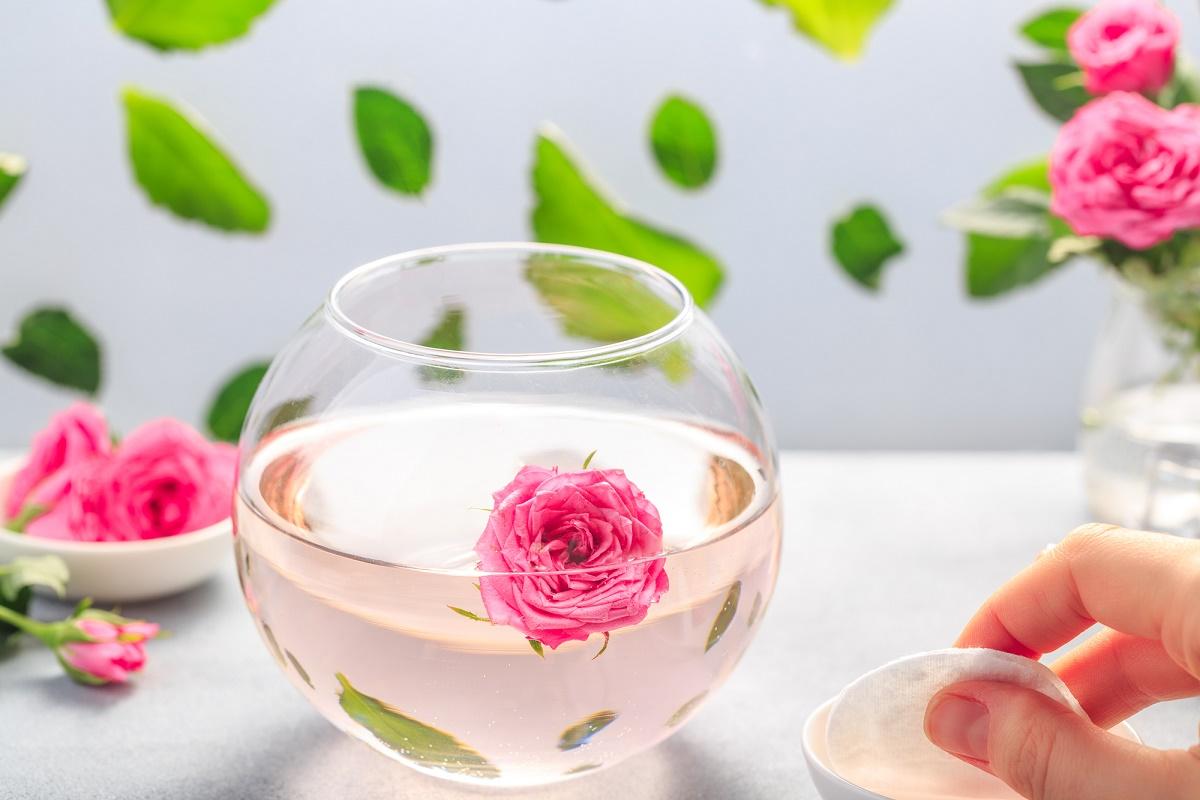 loción facial agua rosas
