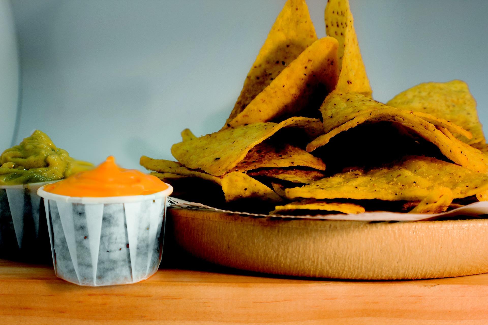 Salsa queso nachos