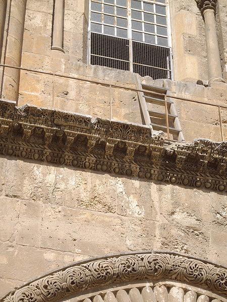 escalera en la fachada