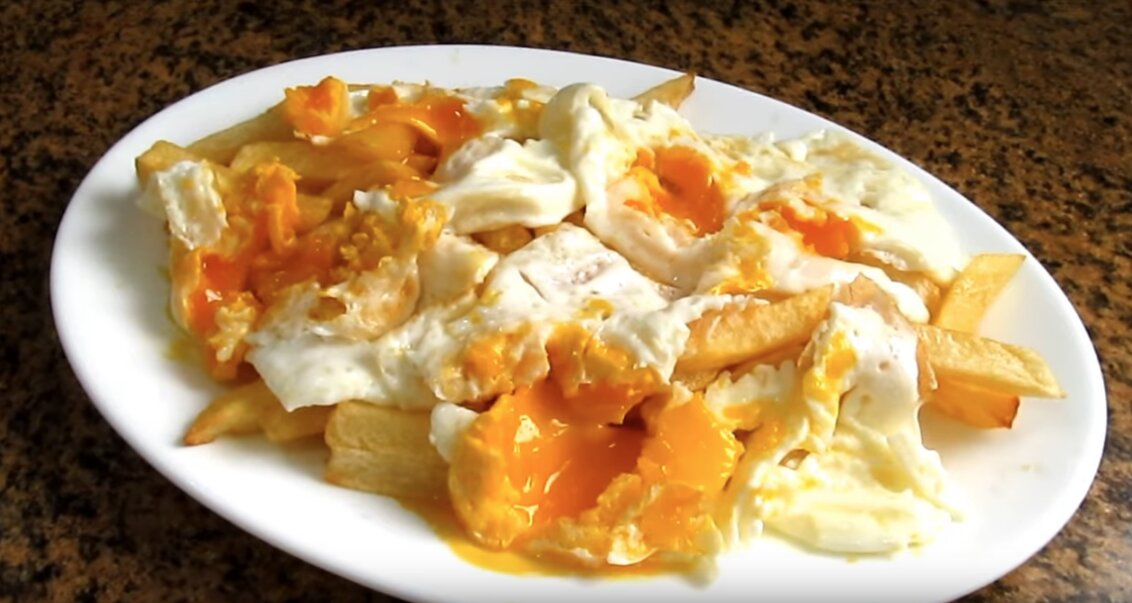 receta huevos rotos estilo Lucio