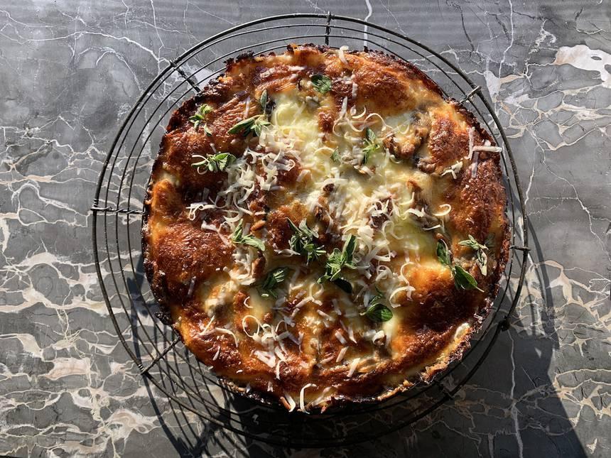 pizza crujiente de pan con queso