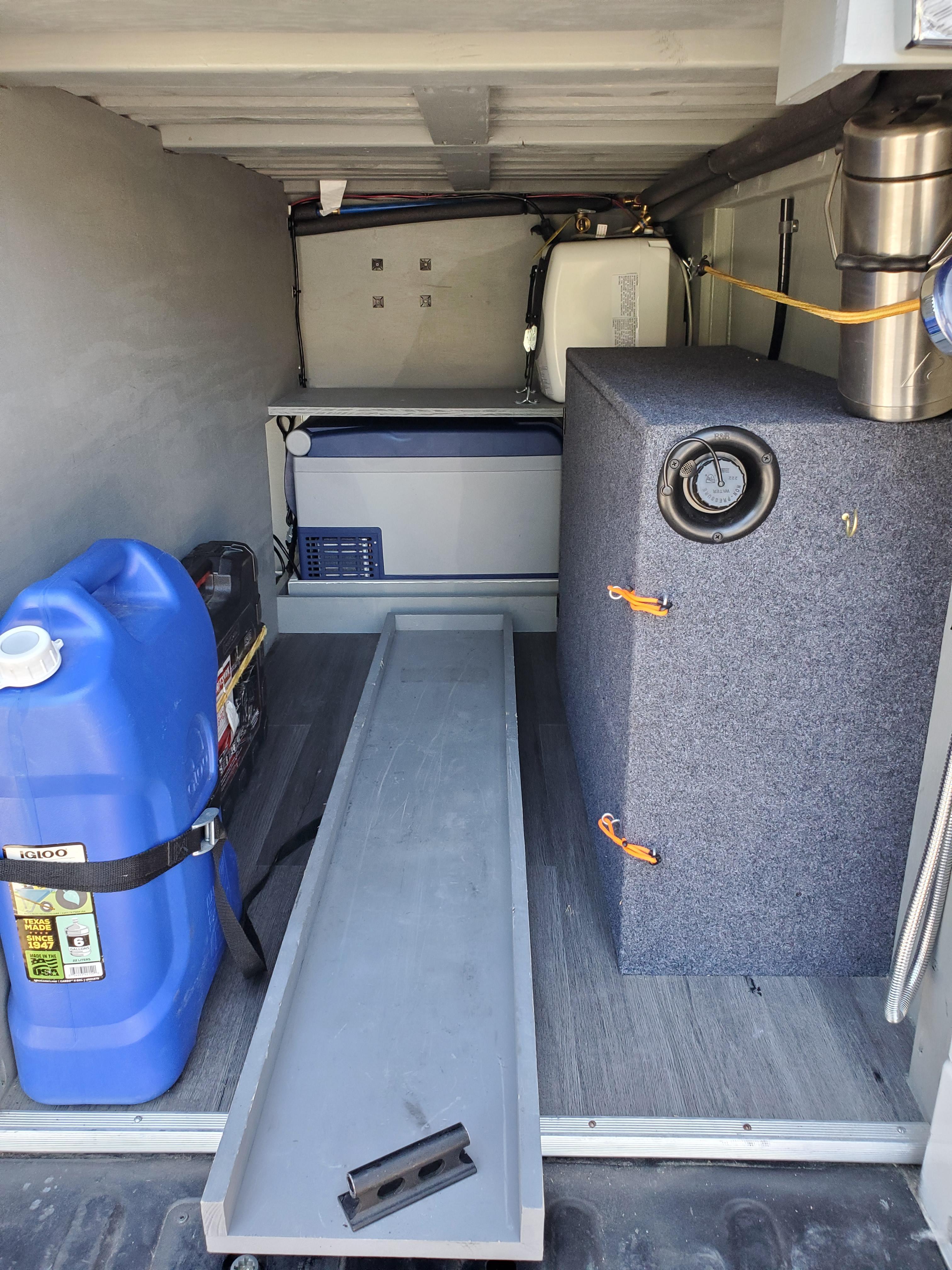 interior de la furgoneta camperizada