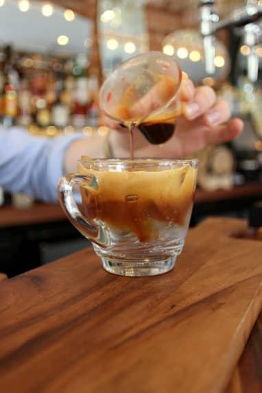 café con tónica