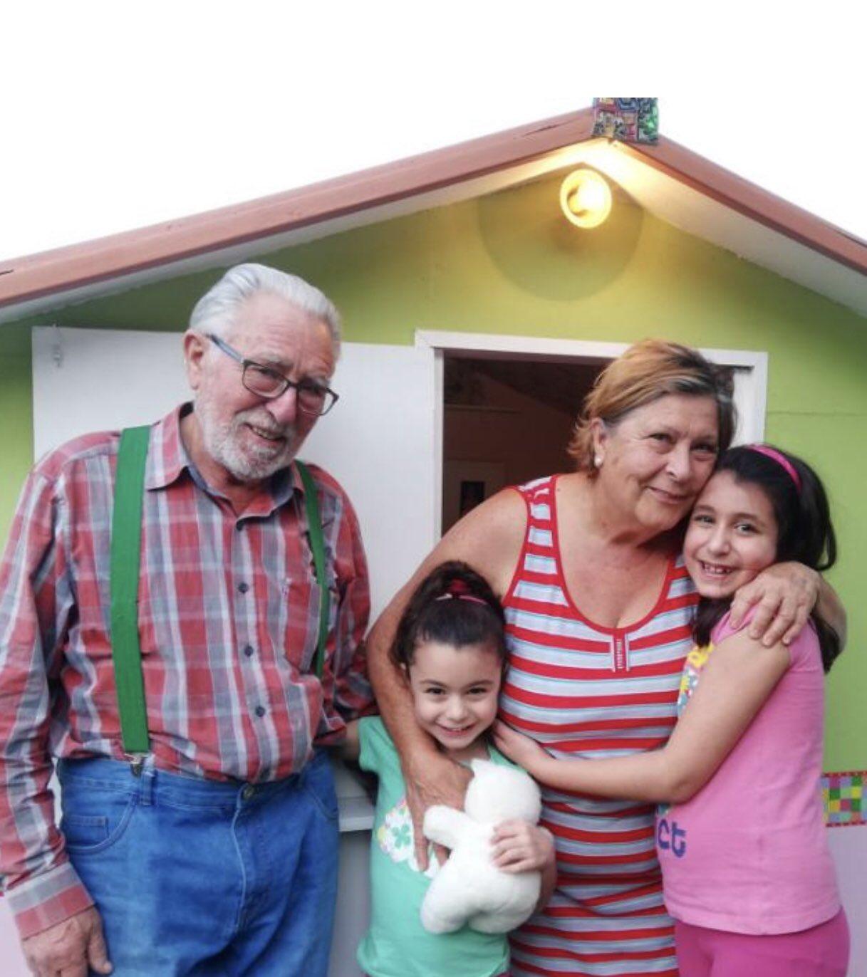 abuelos-construyen-casa-nietas-cuarentena