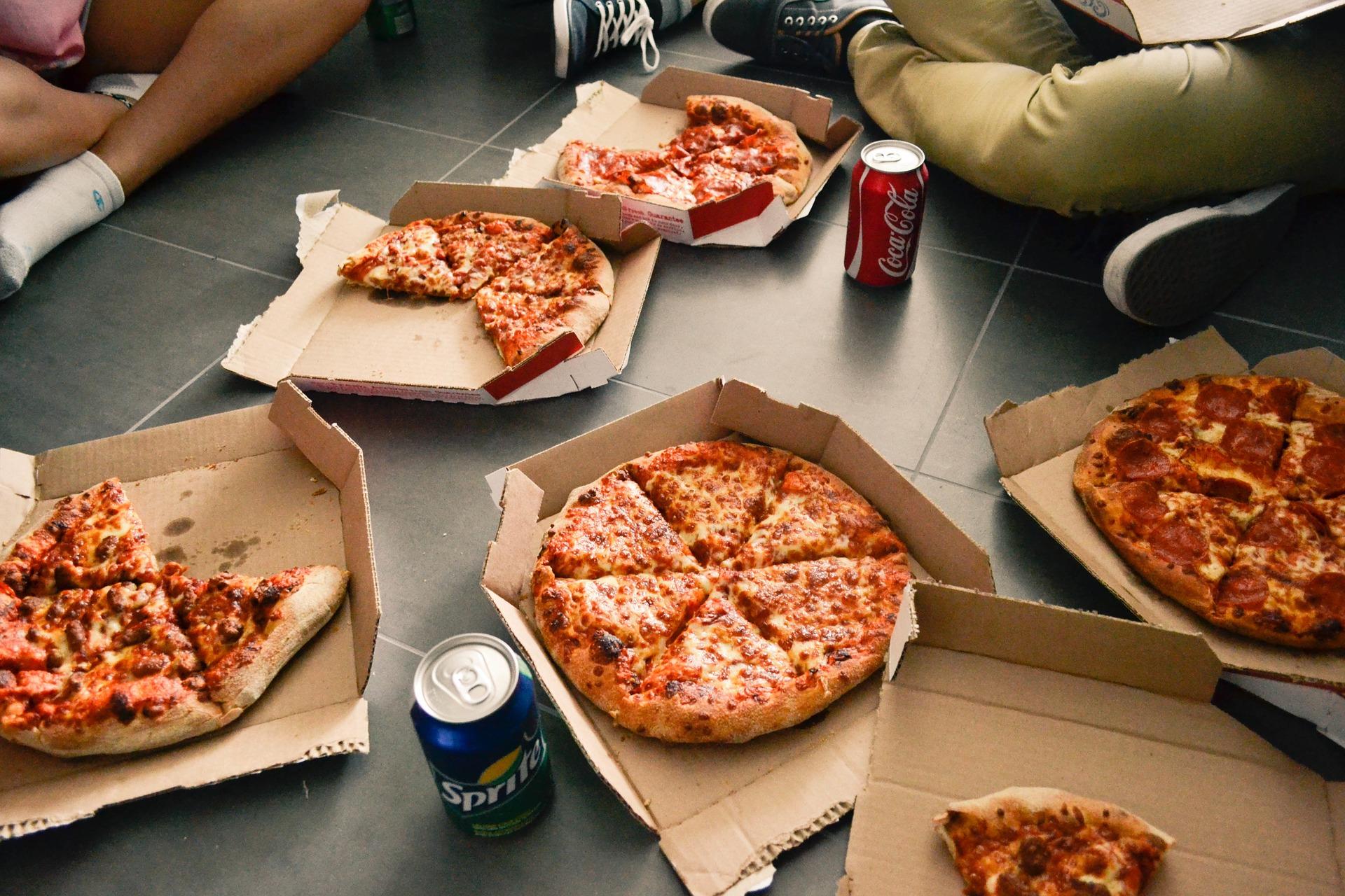 pizzas cajas latas