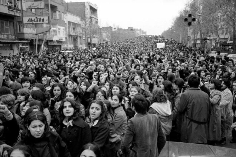 mujeres manifestandose