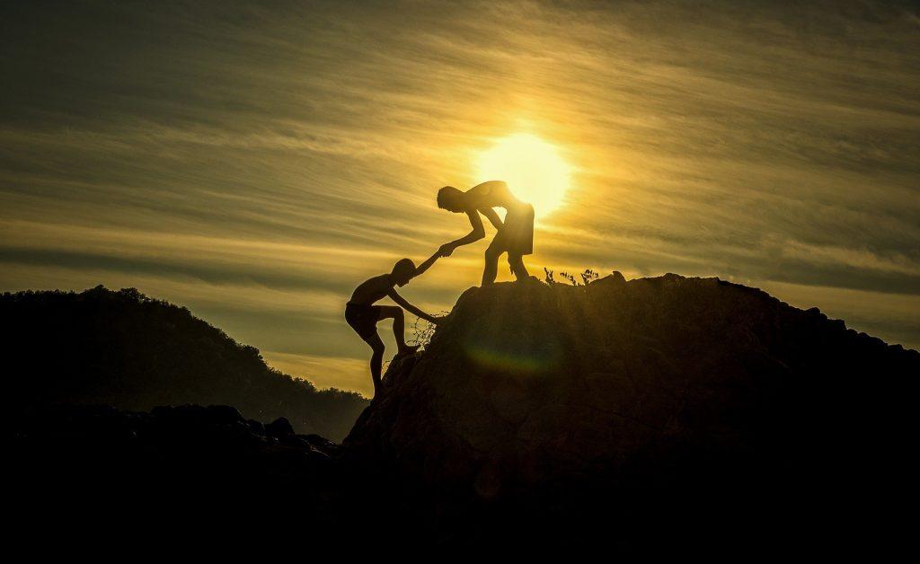 Hombres montaña escalada