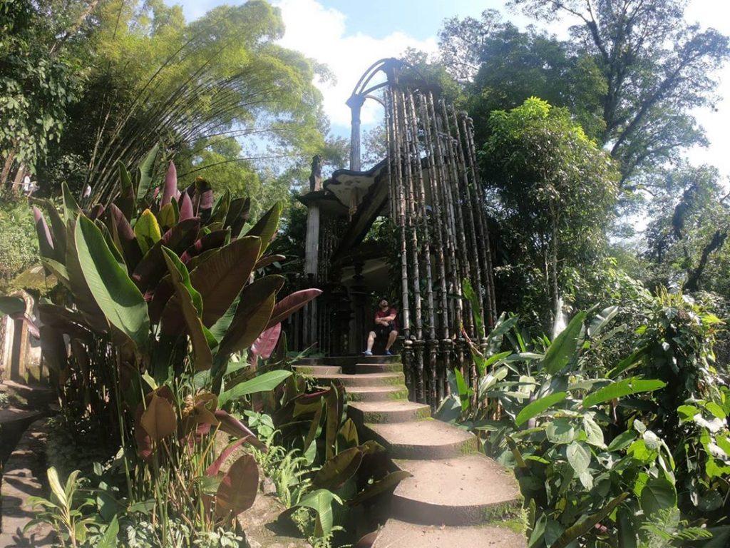 Jardín surrealista altar
