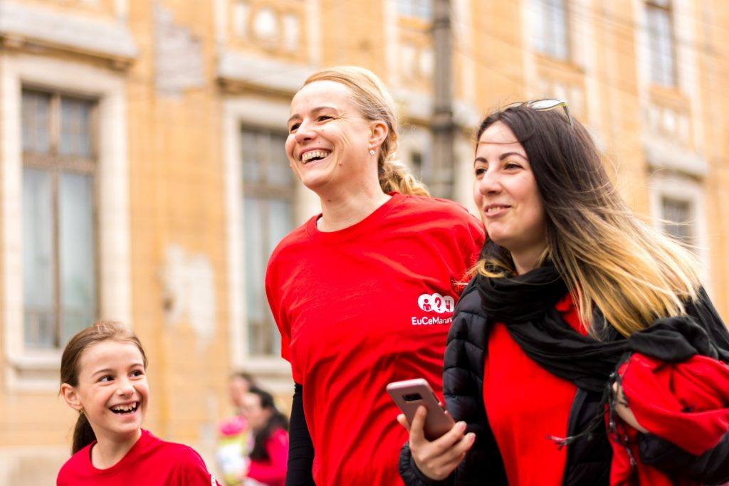 Mujeres Corriendo Redes Sociales