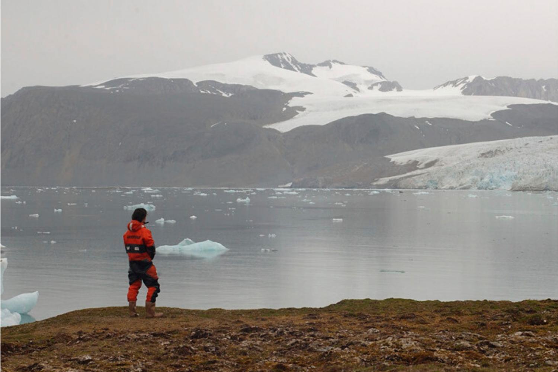 mujer lago Ártico