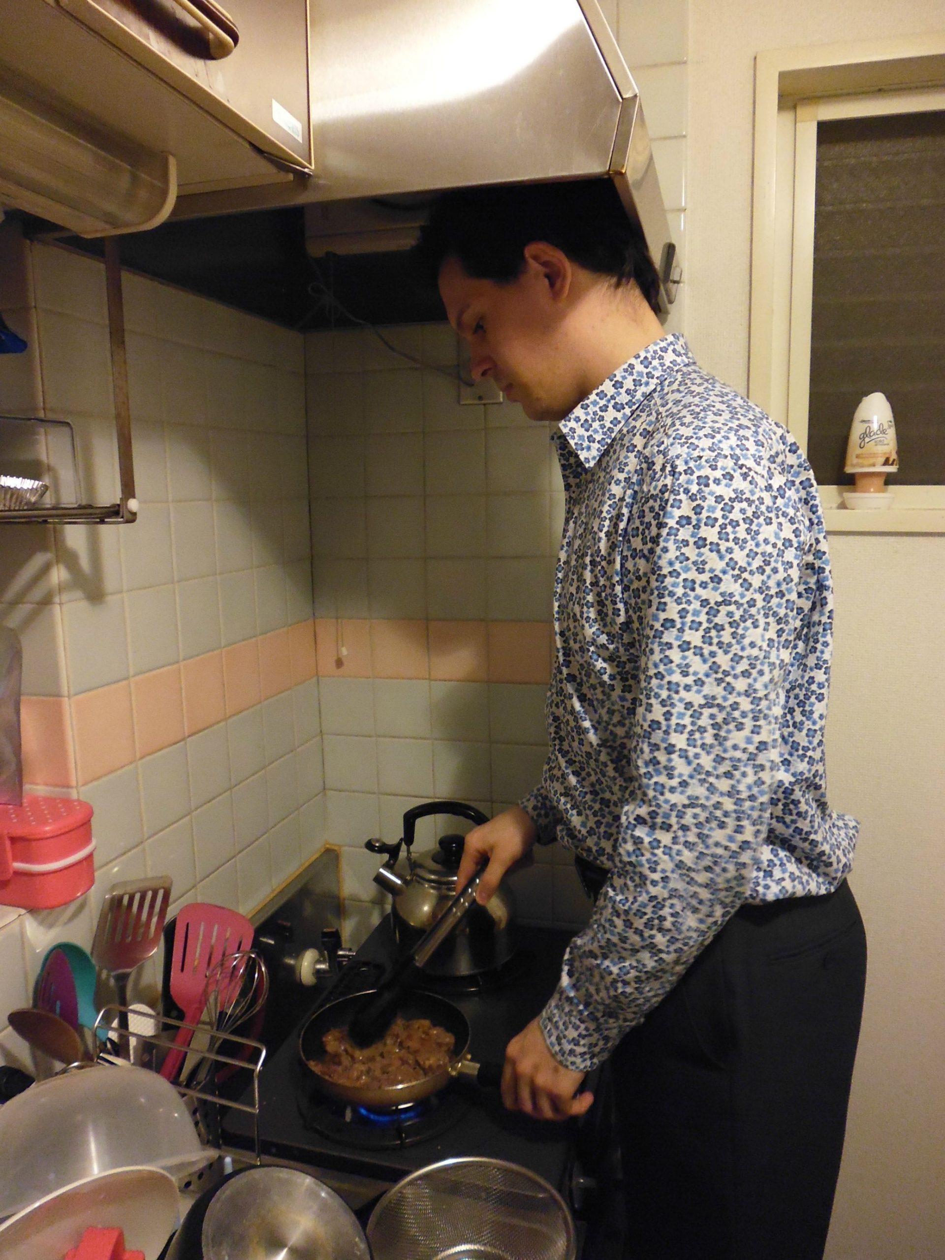 cocina japon hombre alto