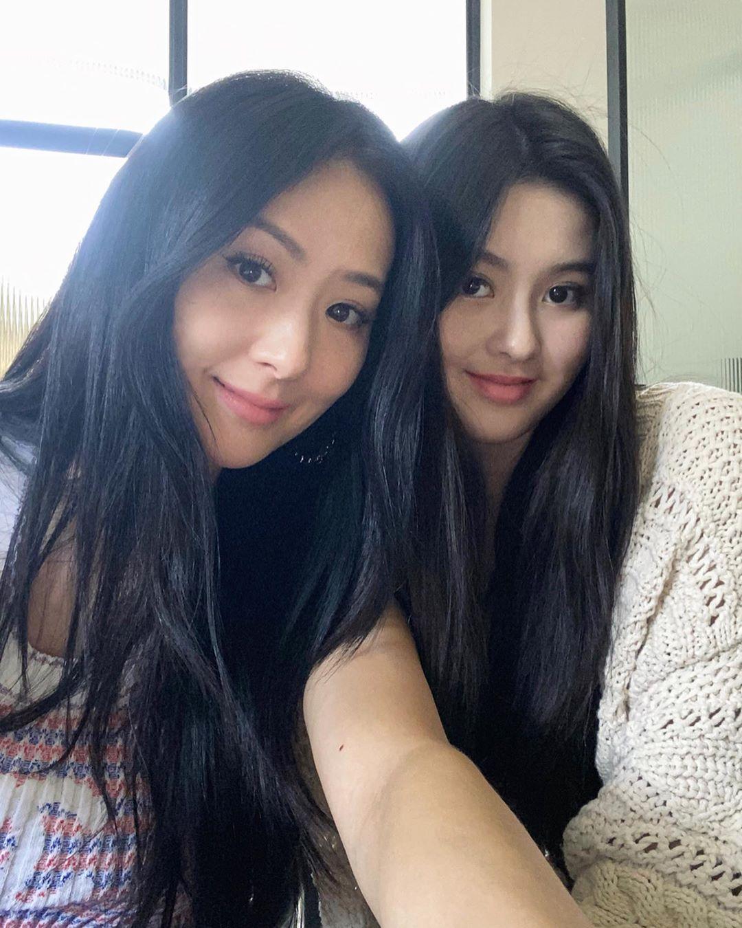 madre e hija muy jóvenes