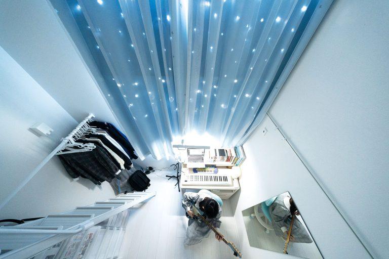 cortinas azules apartamento japon