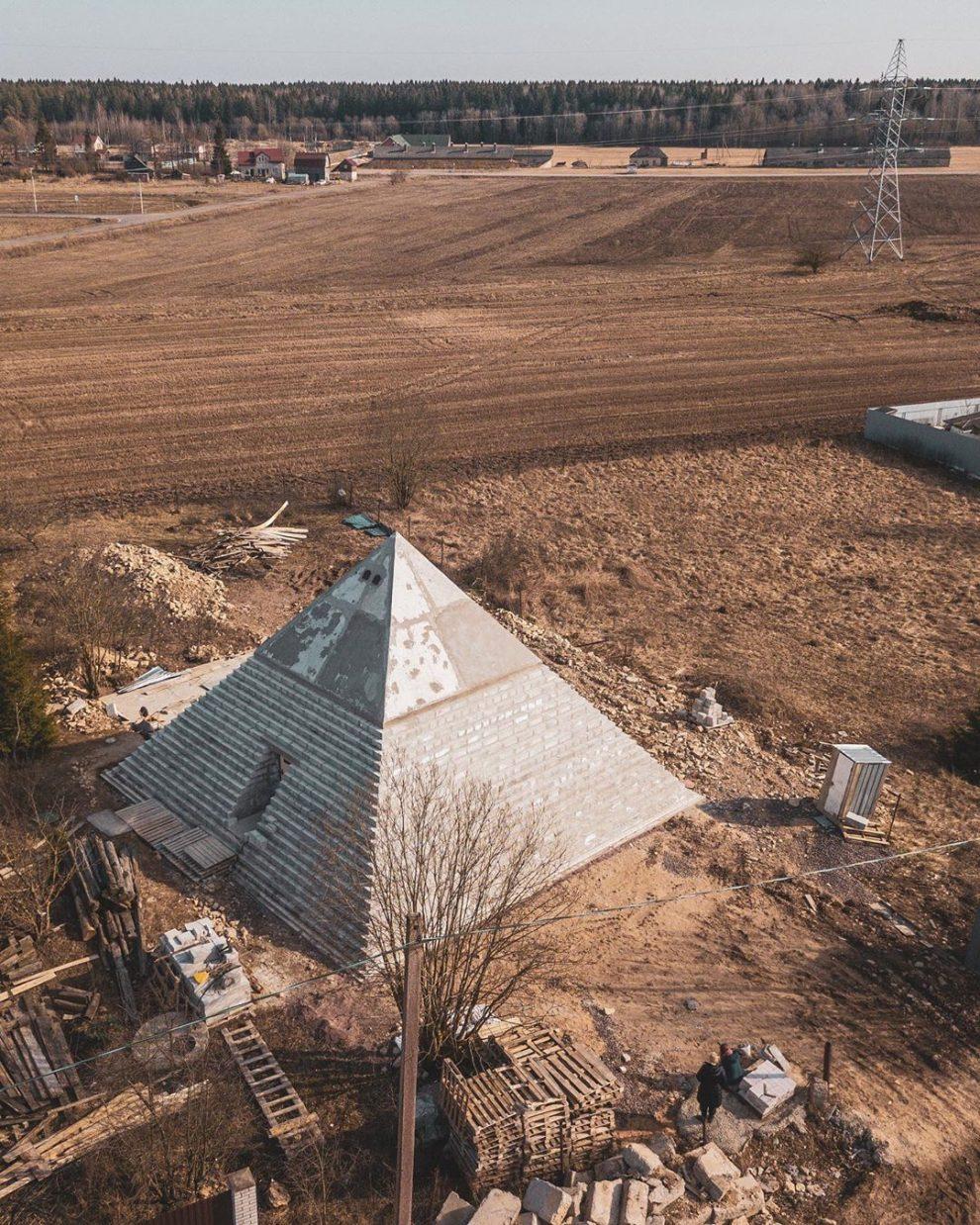 pirámide patio de su casa