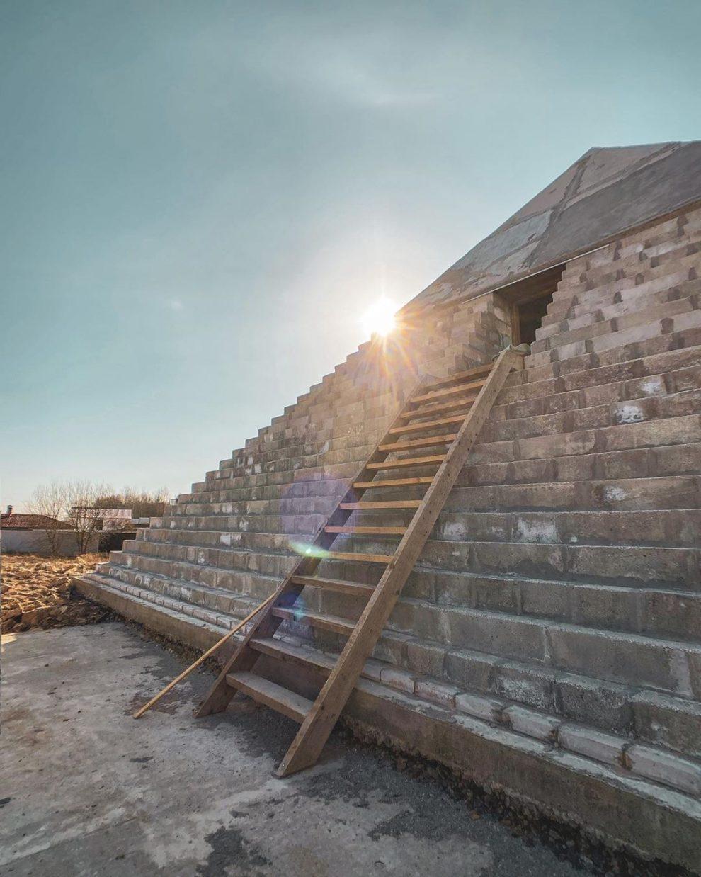 piramide réplica