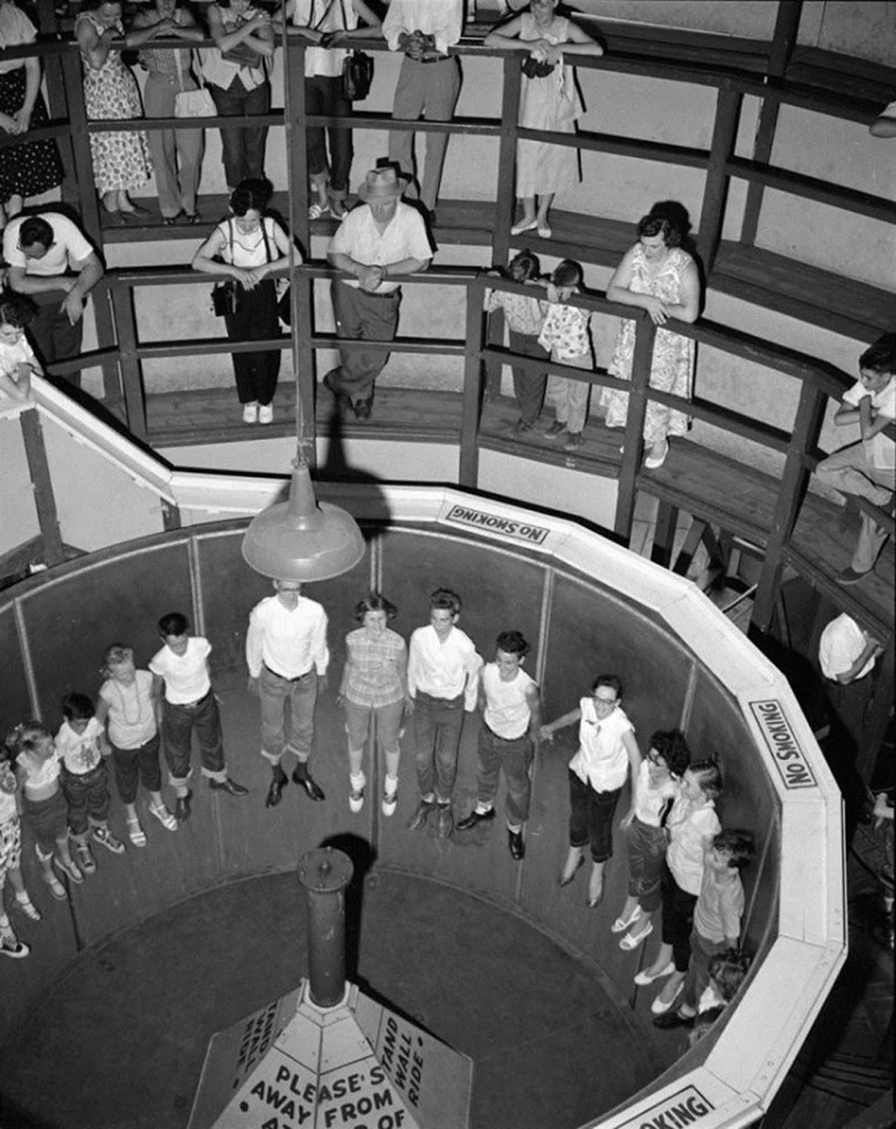 gente montada en el Rotor