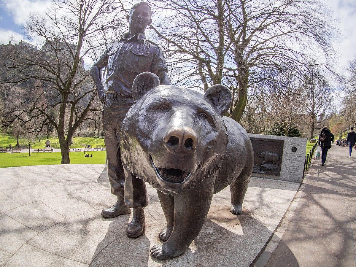 estatua oso escocia