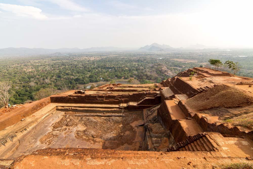 Excavaciones fortaleza milenaria