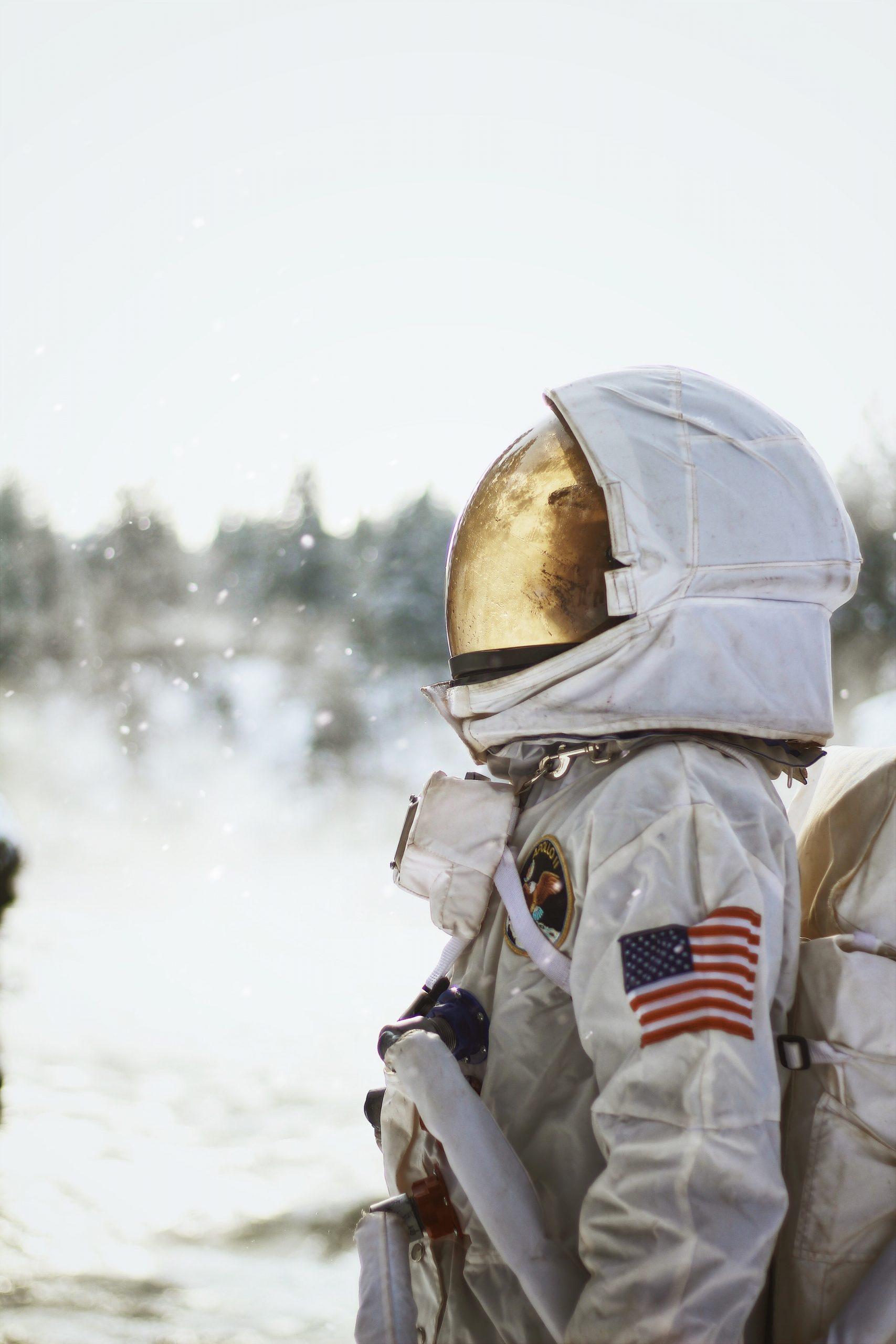 astronauta llorar