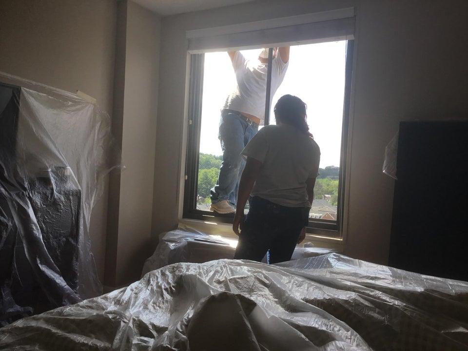 hombre ventana arreglar
