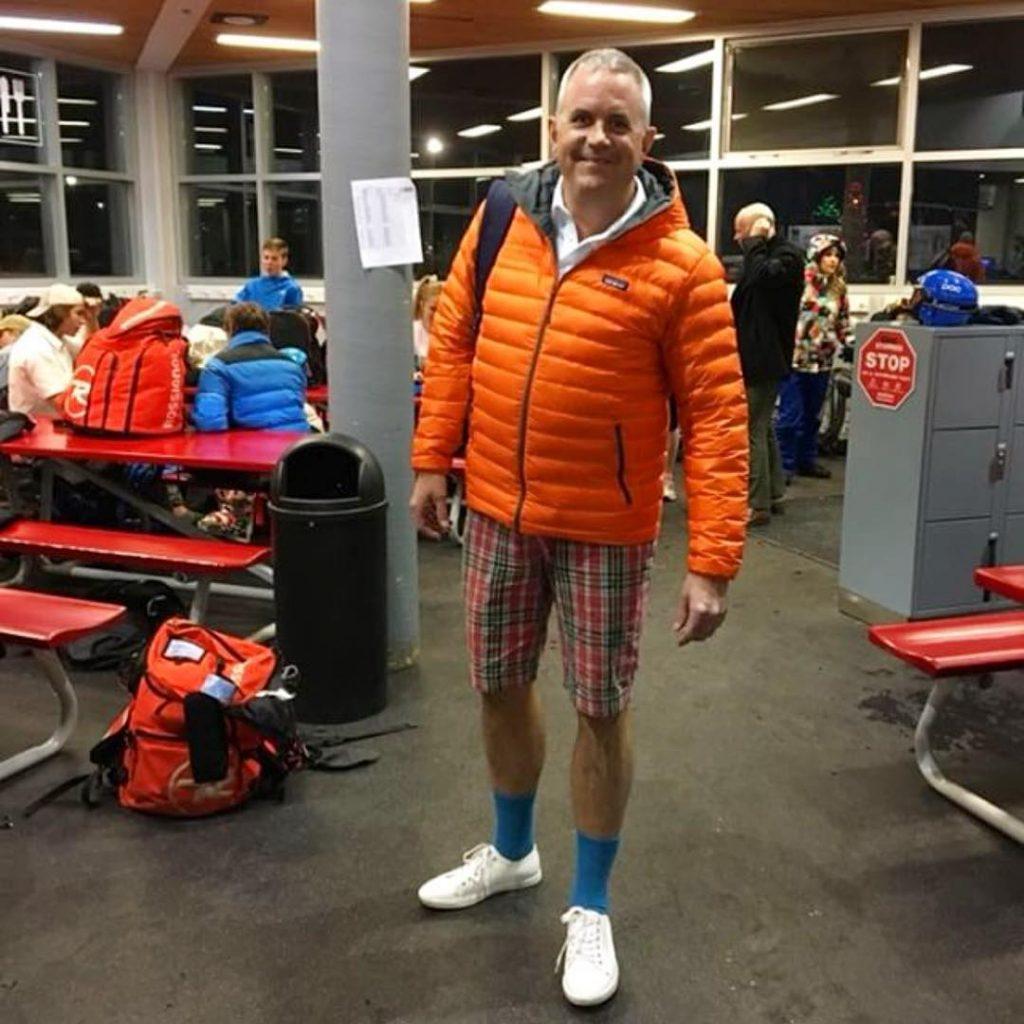 Padre ropa mal combinada