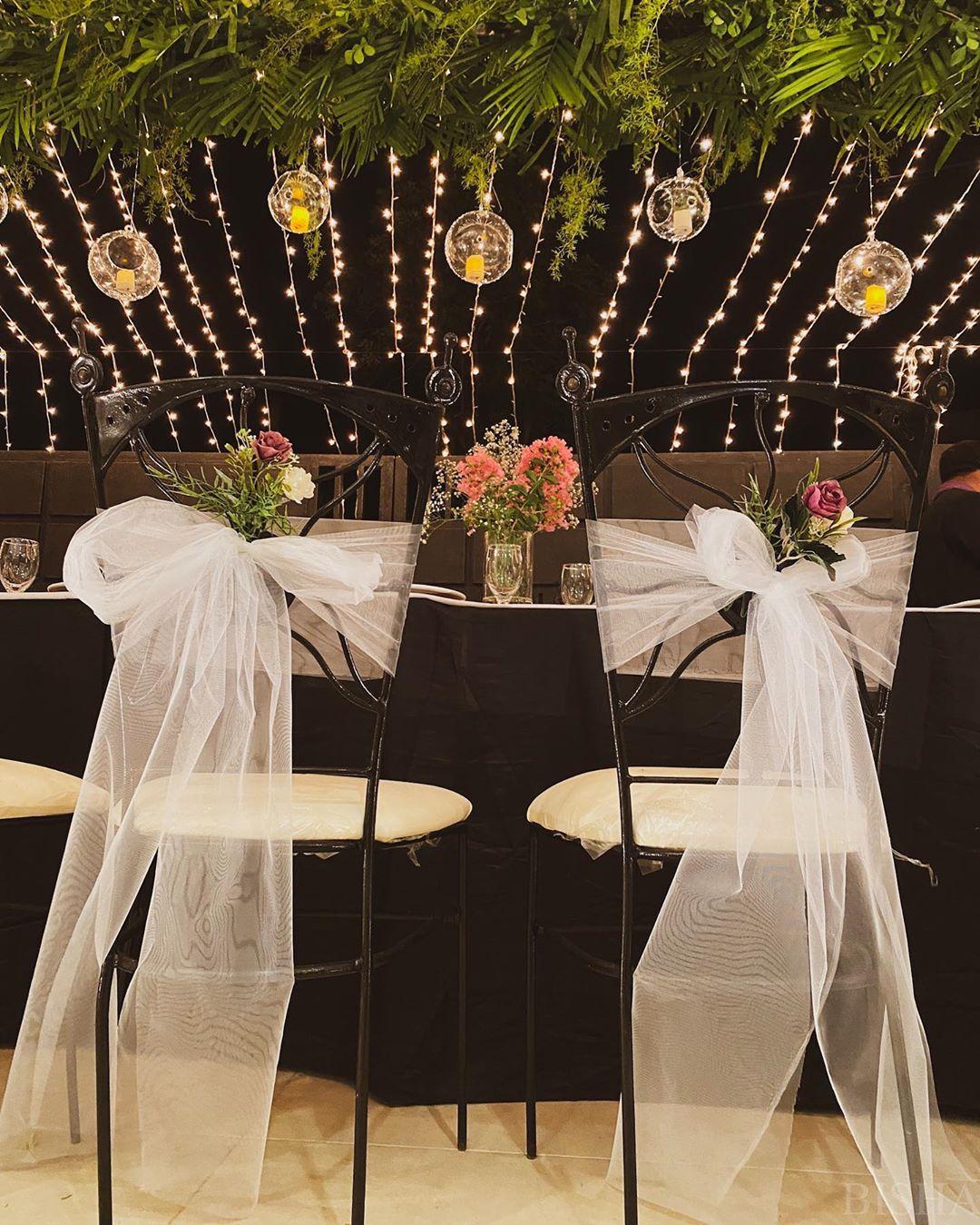 sillas en un banquete