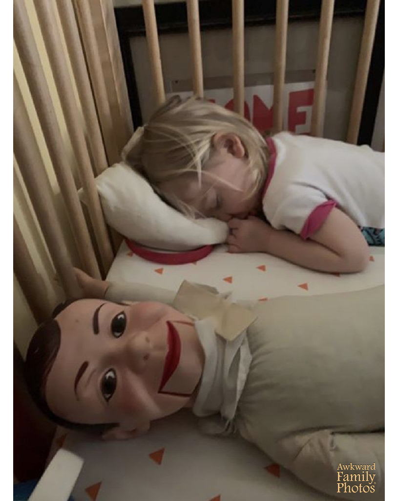 cuna niña muñeco