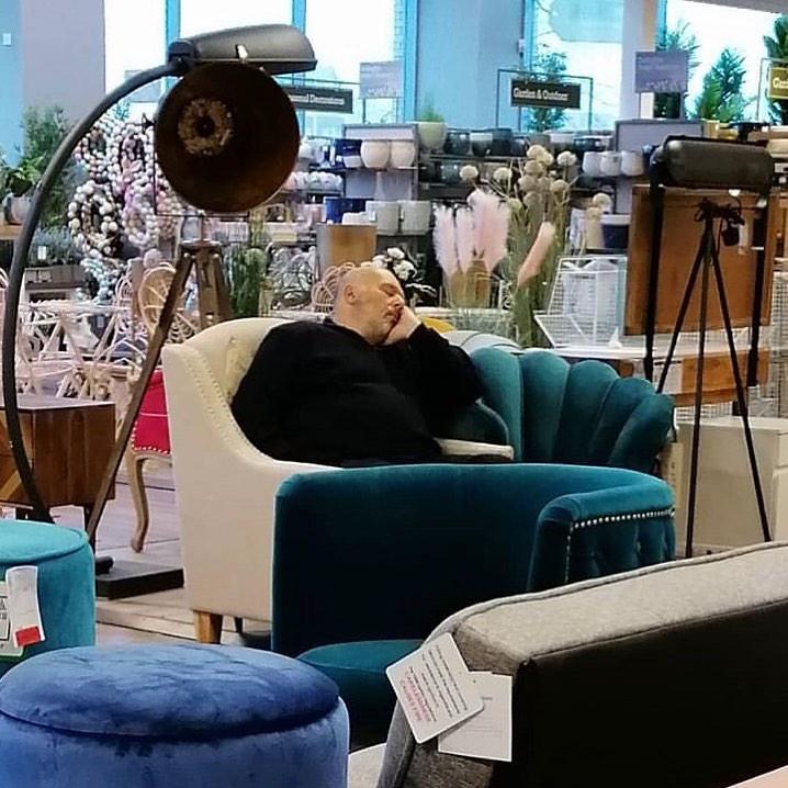 dormido en tienda de decoración