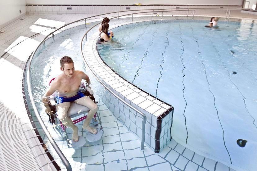 piscina minusválidos