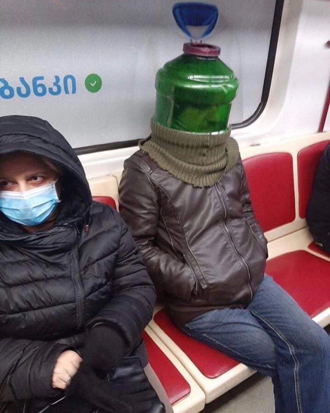 botella en la cabeza