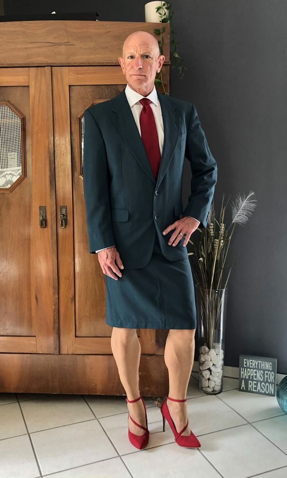 ejecutivo con falda