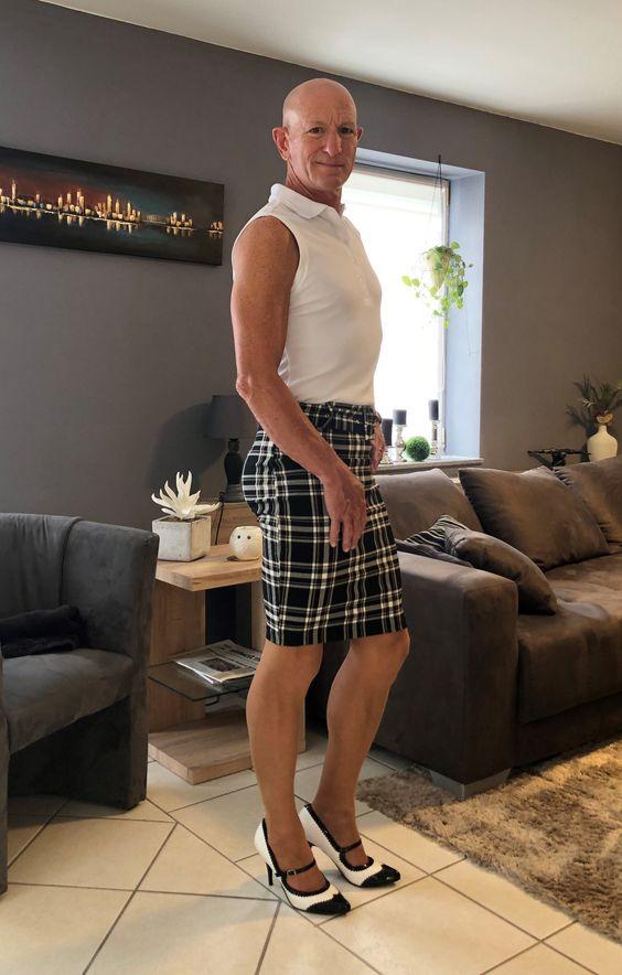 hombre con falda de cuadros