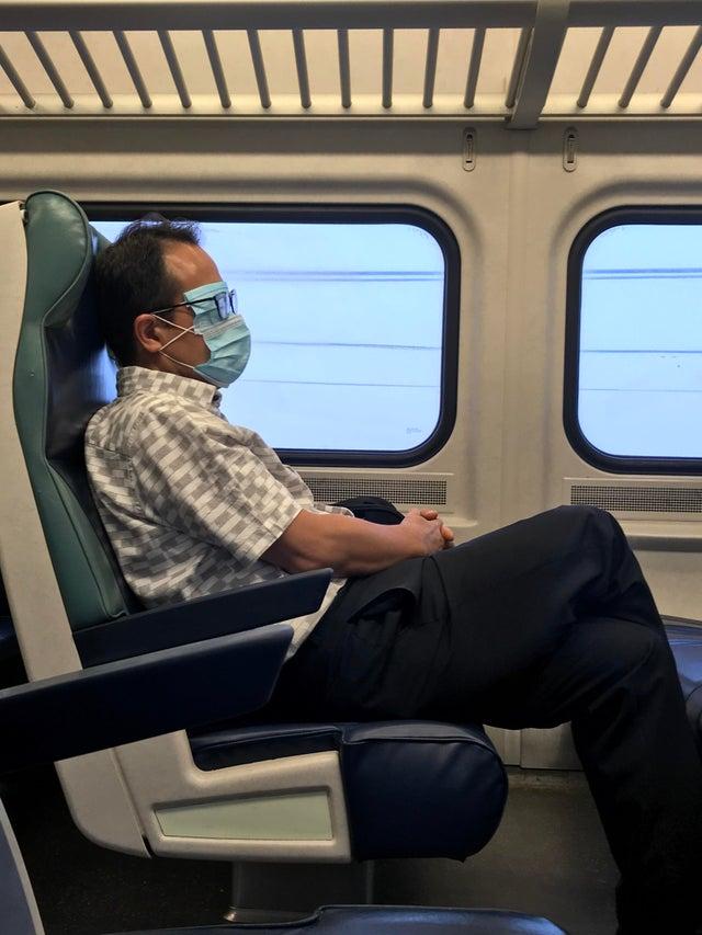 hombre mascara avion
